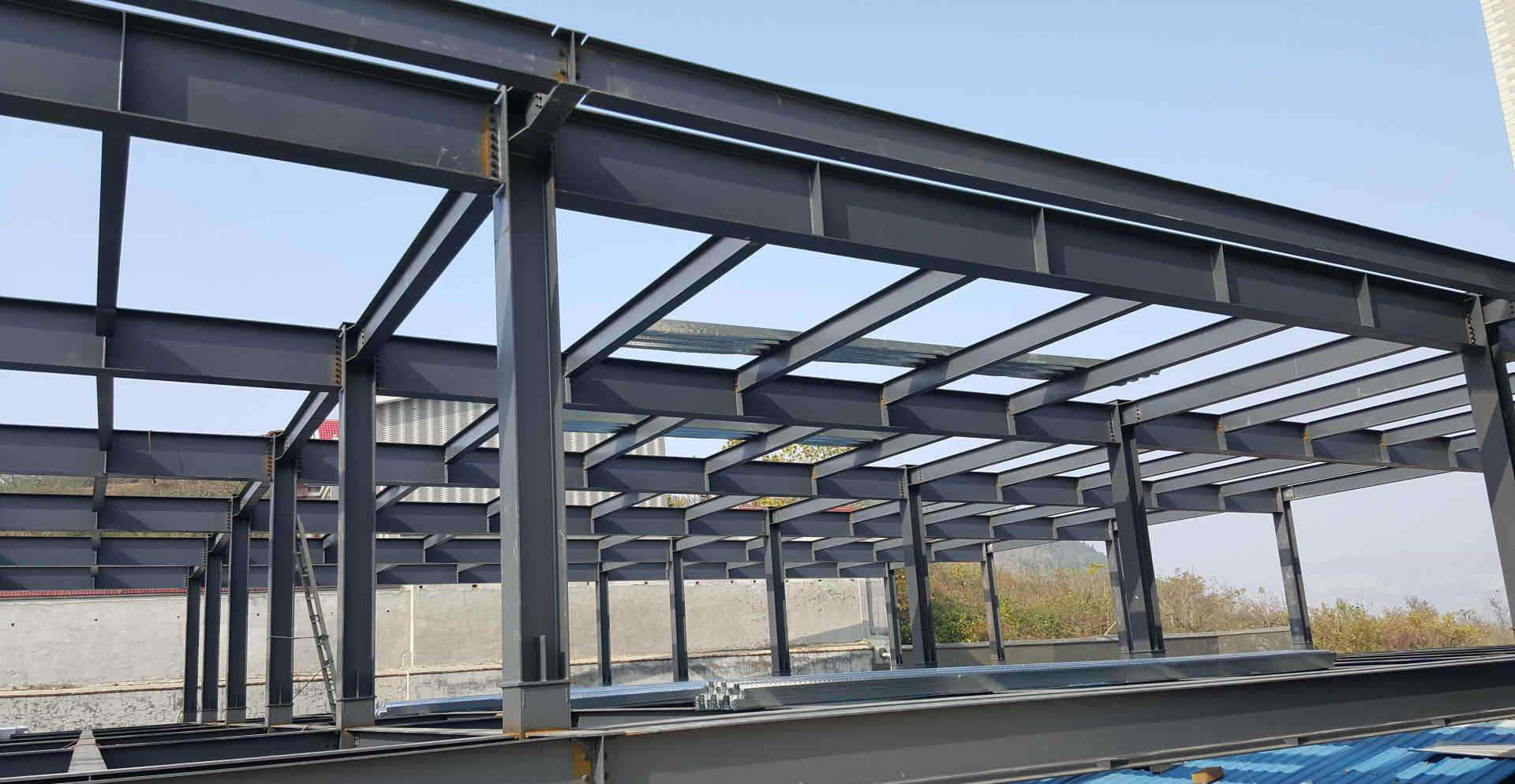 钢框架结构体系和钢骨架轻型板
