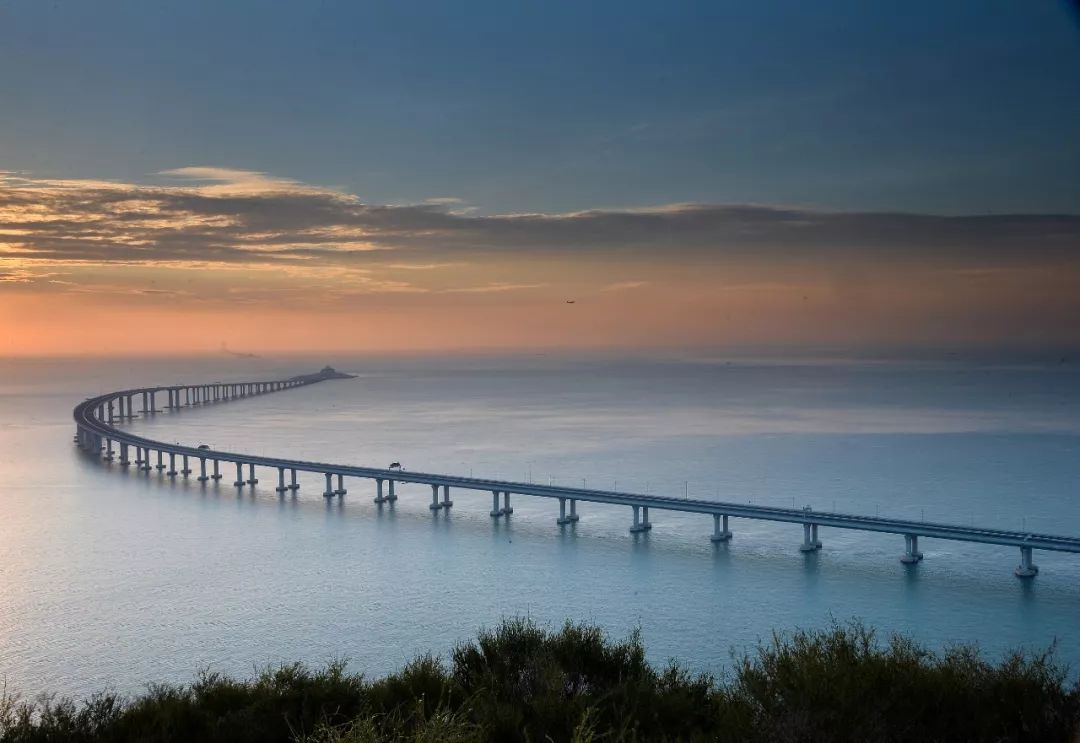 亿实筑业祝贺港珠澳大桥正式开通运营
