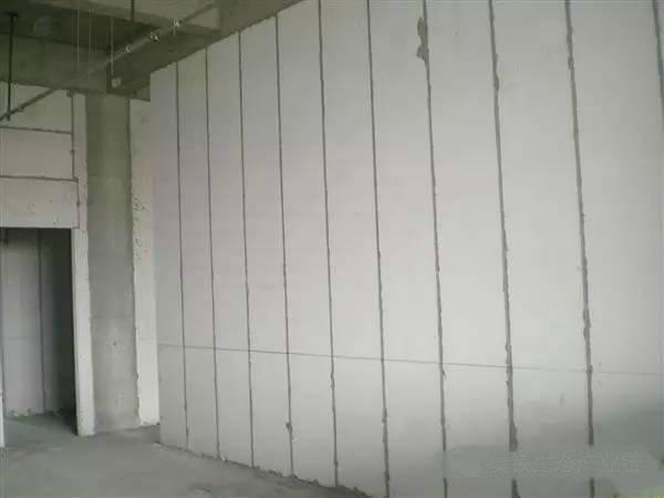 钢骨架轻型板的竞品ALC板性能分析