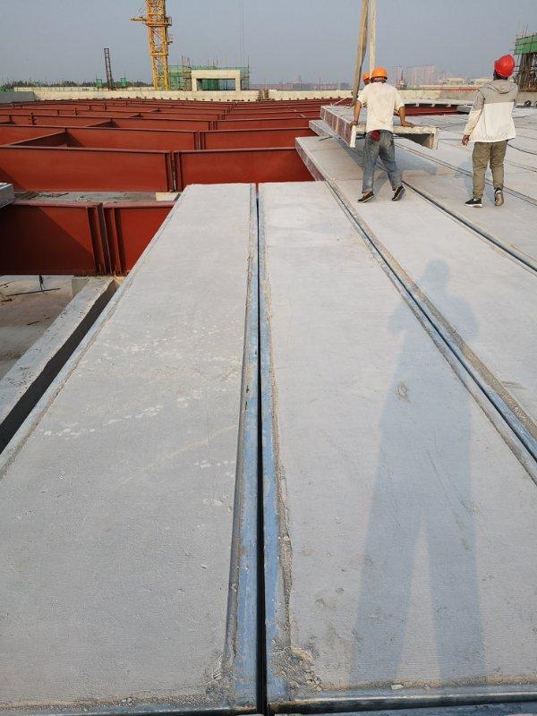 钢边框轻质防火保温屋面板