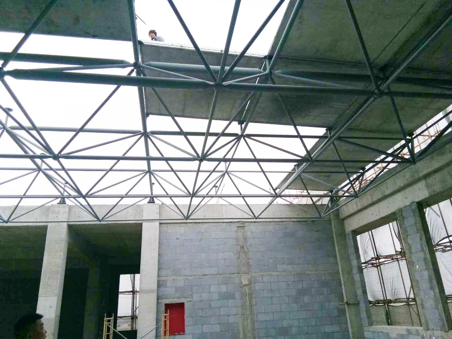 鋼骨架輕型網架挑檐板